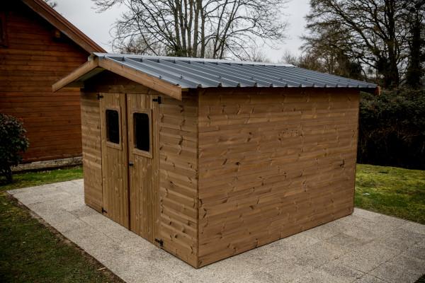 Abri madriers fabriqué en bois massif traité très haute température / 19 mm / 11,97 m2 / Toit double pente en bac acier galvanisé