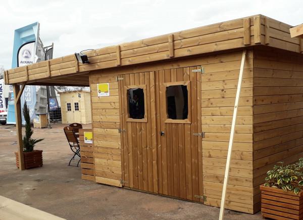 Abri madriers fabriqué en bois massif traité très haute température avec bûcher / 28 mm / 20,46 m2 / Toit plat en bac acier galvanisé
