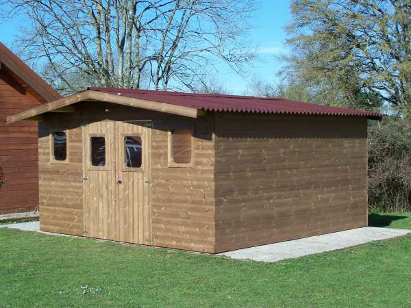 Abri madriers fabriqué en bois massif traité très haute température / 28 mm / 19,69 m2 / Toit double pente en plaques ondulées Onduline